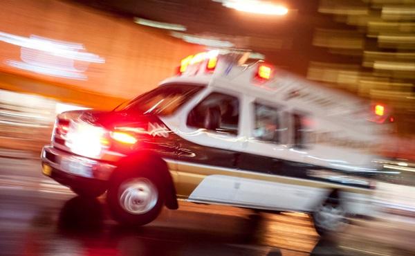 ¿Qué hay que hacer si una ambulancia pide paso?