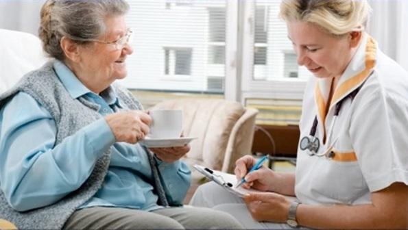 residencias de ancianos tareas del auxiliar de enfermeria