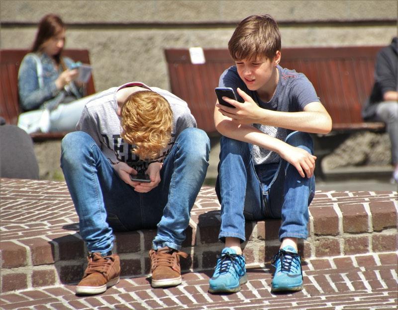Consecuencias del uso excesivo del móvil en niños pequeños