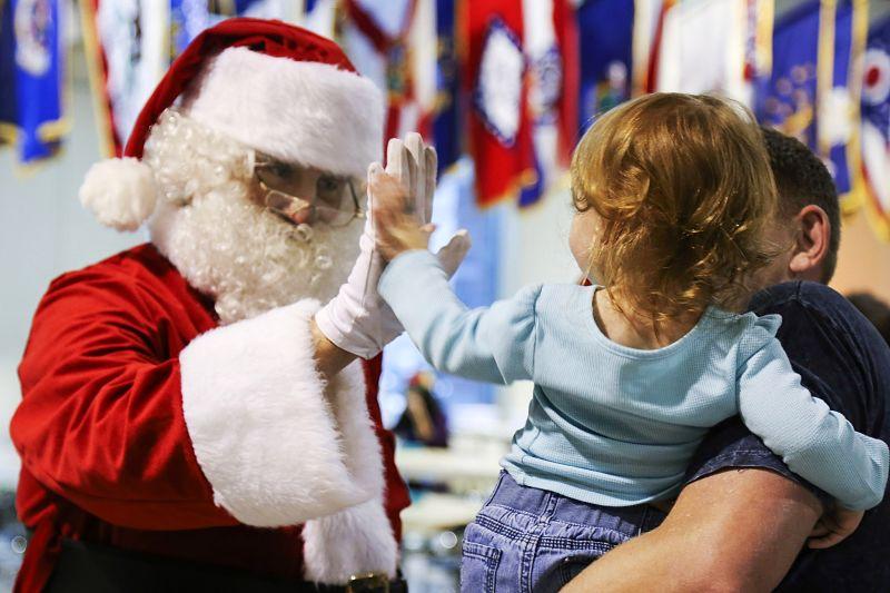 Cinco manualidades fáciles para hacer con niños estas Navidades