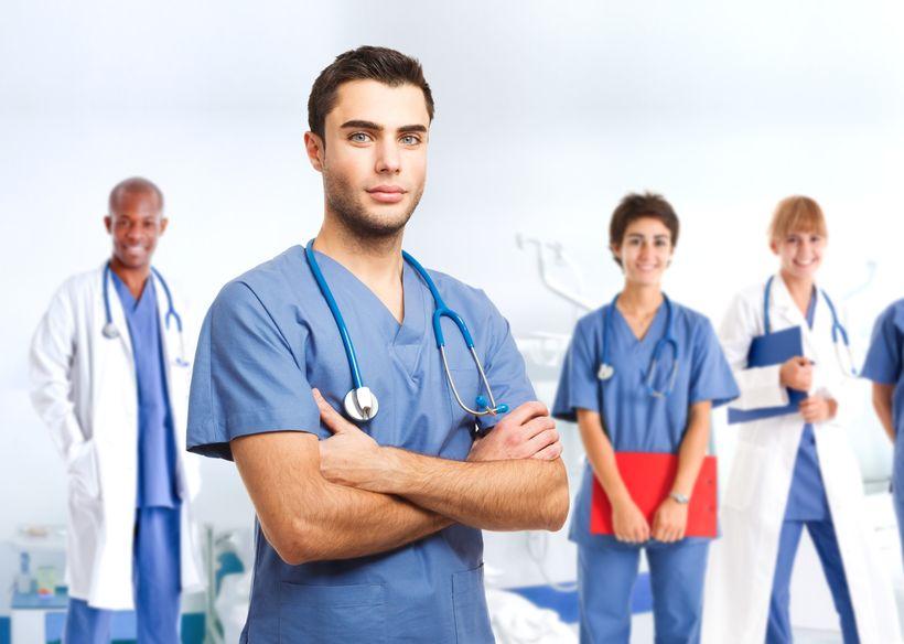 ¿Ser Auxiliar de Enfermería en la sanidad pública o en la privada?