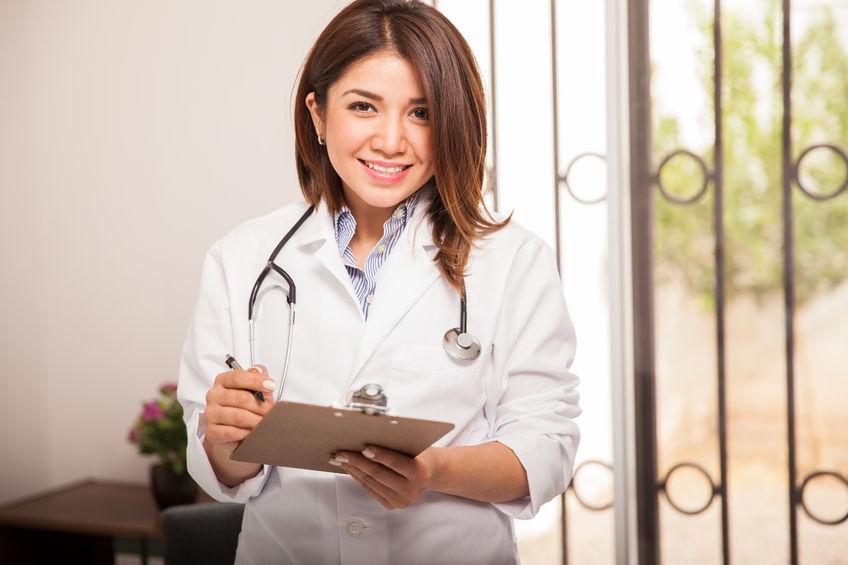 ¿Cómo tomar la presión arterial a un paciente?