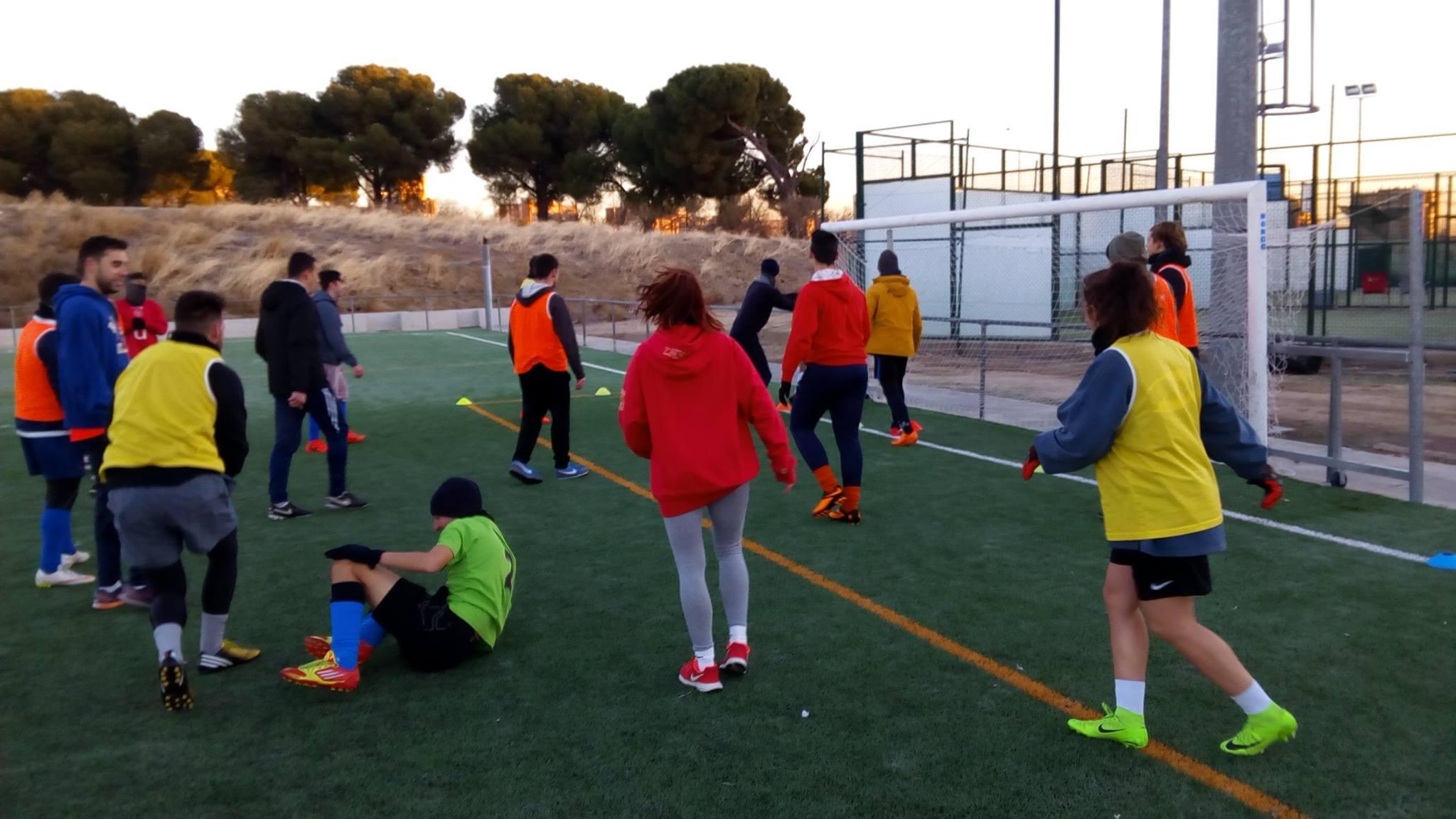 Alumnos de TAFAD en la práctica de fútbol