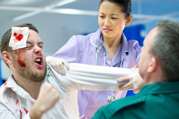 Trabajadores sanitarios ¿Cómo hacer frente a un paciente violento?