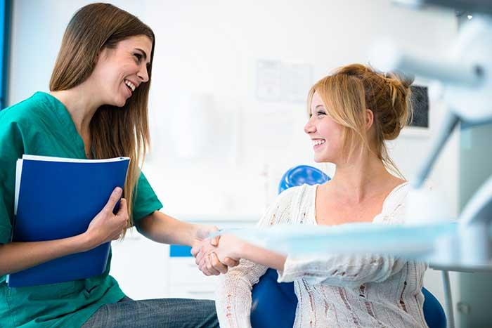 Auxiliar de enfermería sin acabar la eso ¿ Quetienes que hacer?