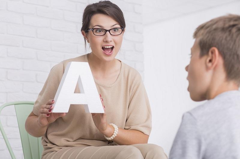 ¿Es necesario tener conocimientos de logopedia para ser educador infantil?