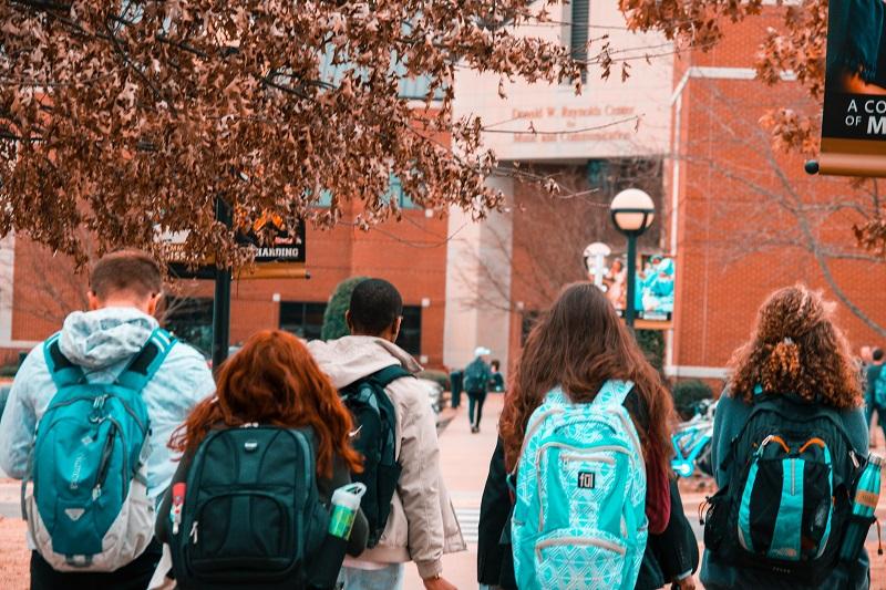 ¿Son más fructíferas las FP o los grados universitarios?