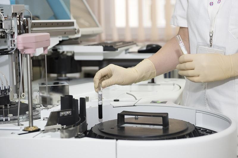 qué anestesia se usa típicamente para una biopsia de próstata
