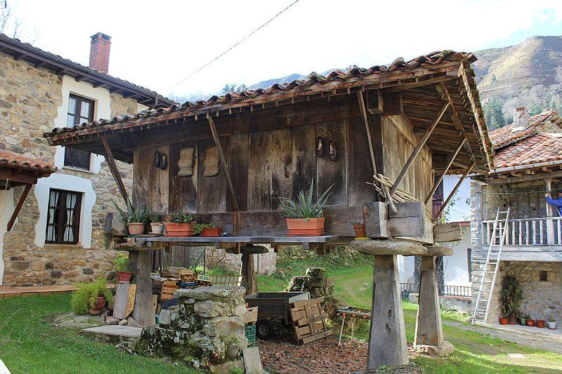 Hórreos abandonados convertidos en alojamiento turísticos
