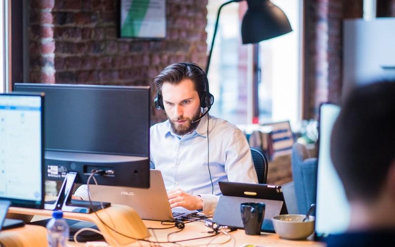 ¿Por qué un técnico en administración y finanzas tiene que estudiar comunicación y atención al cliente?